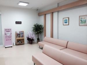 南浦和駅前町田クリニック待合2