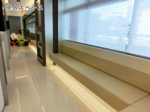 江北ファミリークリニック待合室1